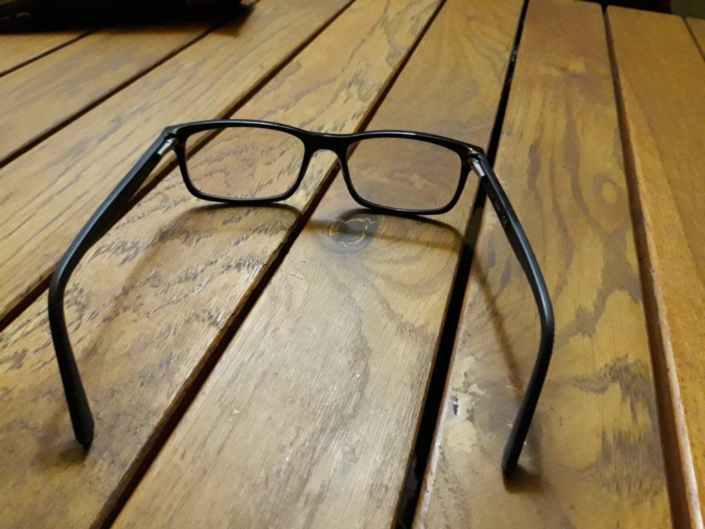 Cum e sa porti ochelari?